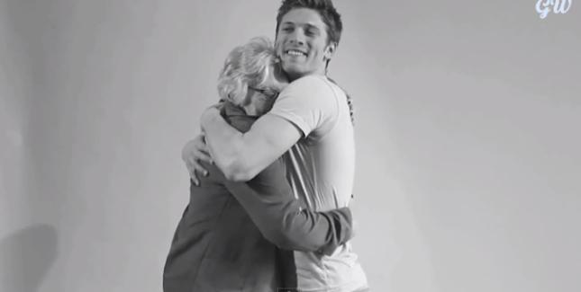 Homofóbicos abraçando gays