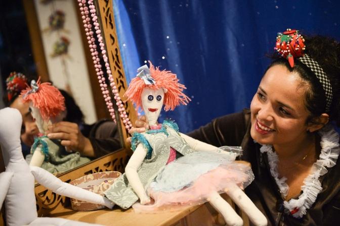Diversão gratuita pra criançada com teatro de bonecos
