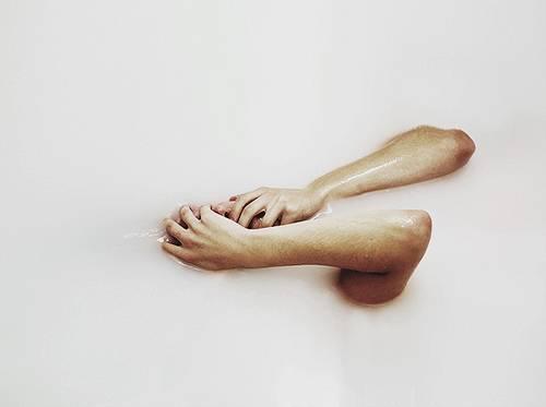 432194-tumblr-and-tumblr-boys-hands