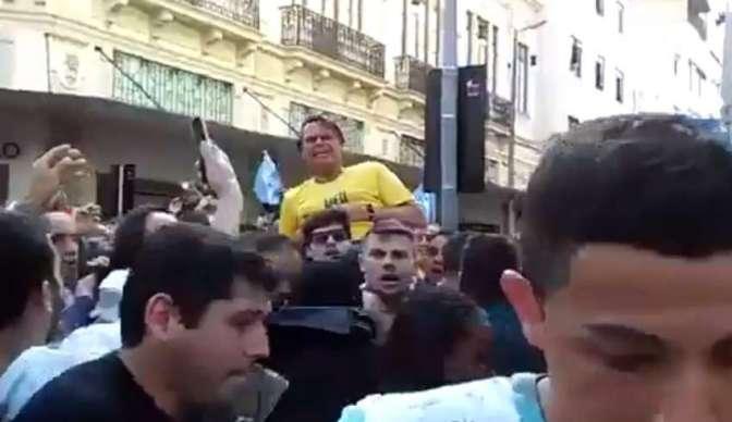 Jair Bolsonaro é esfaqueado e a democracia sangra